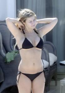 carmen-electra-bikini-1-03
